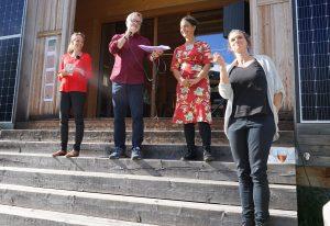 Protagonisten des Anlasses: Sibylle Mani, Verleger Gion Fry, Tania Zanetti und die Musikerin Angela Klichör