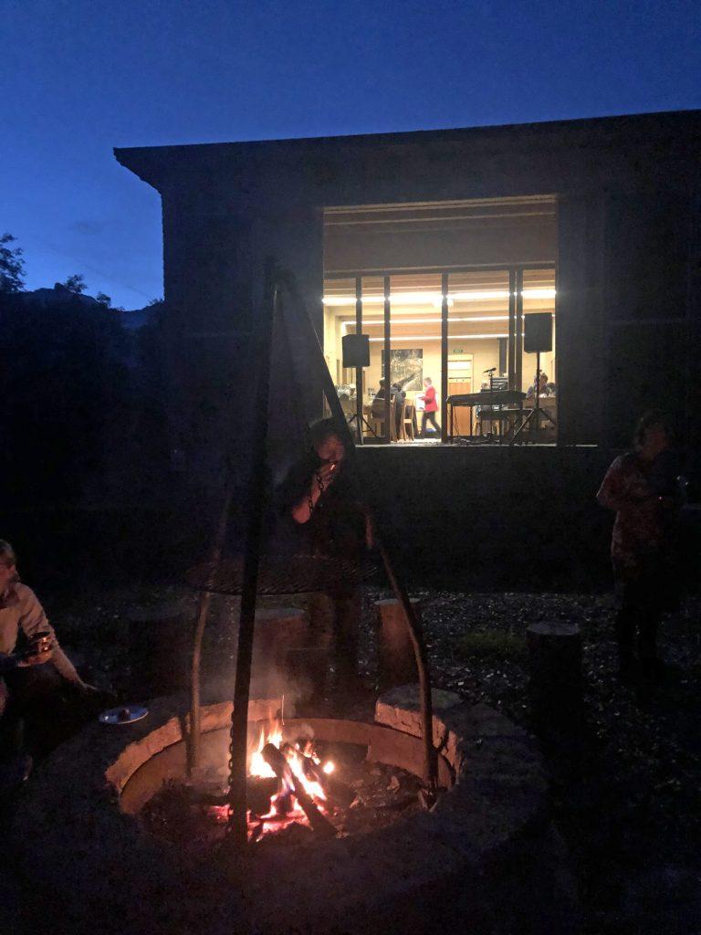 Am Feuer auf Stagias