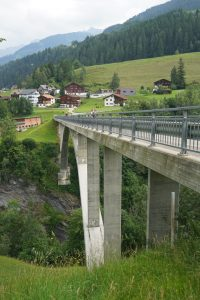 Neue Brücke nach Surcasti