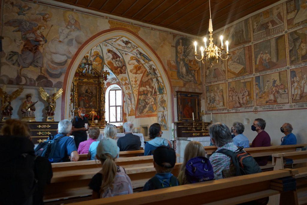 Inneres der Kapelle in Uors