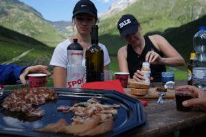 Wurst, Käse und Brot als Stärkung beim Wandern